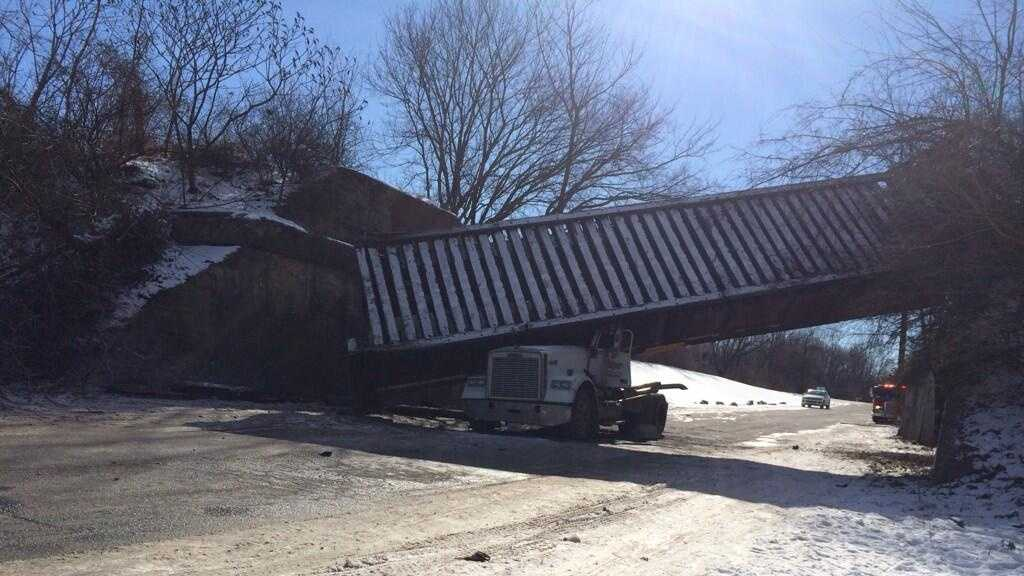 trucktrapped2.jpg