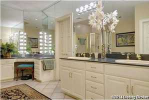 Beautiful en suite bathroom.