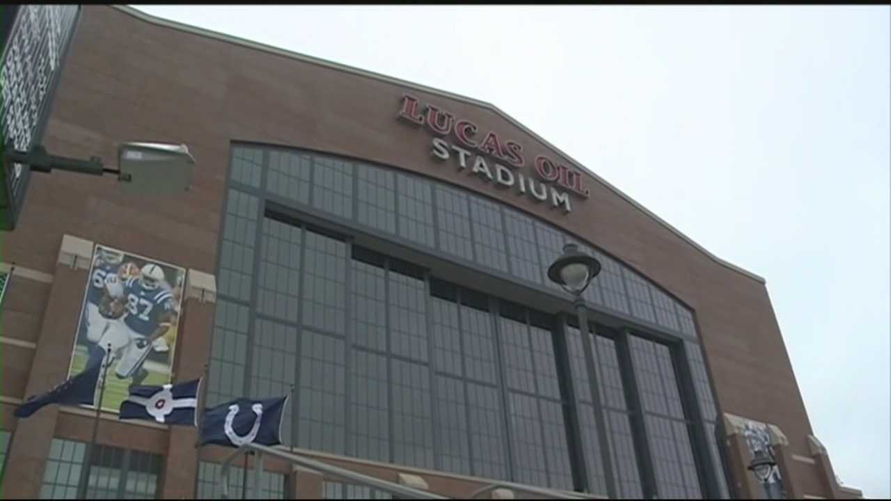 WLKY's Steve Burgin and Tim Elliott check in with fans of universities of Louisville and Kentucky basketball in Indianapolis ahead of the Sweet 16 matchup.
