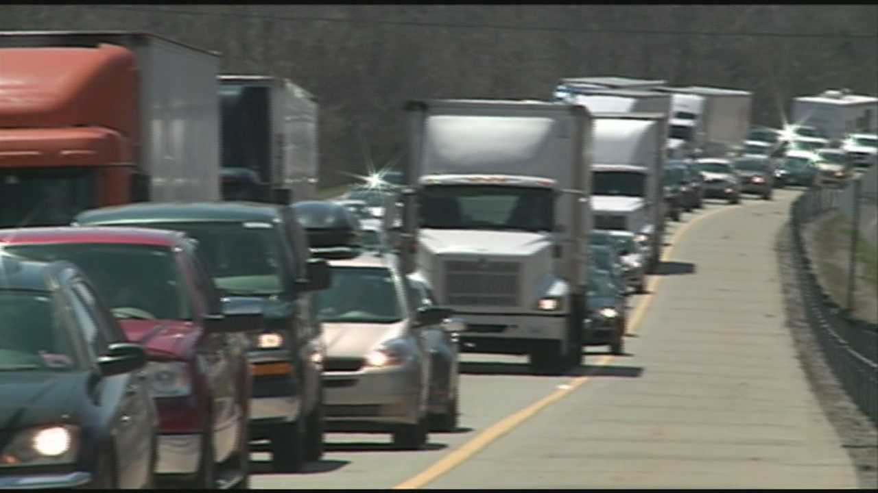 Construction on Interstate 65 continues to cause slow travel between Lebanon Junction and Elizabethtown.