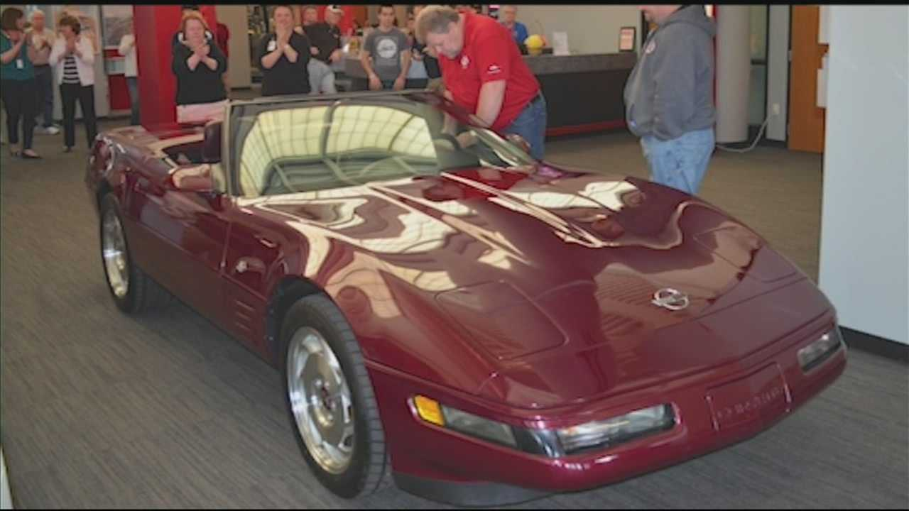 A Louisville woman donates her 40th anniversary Corvette to the National Corvette Museum to replace the one damaged in a sinkhole in February.