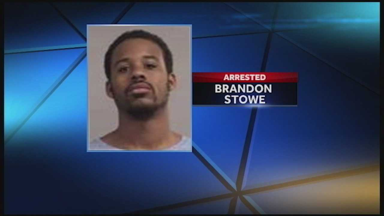 An eyewitness helps police catch a man accused of robbing a woman at a Louisville gas station.