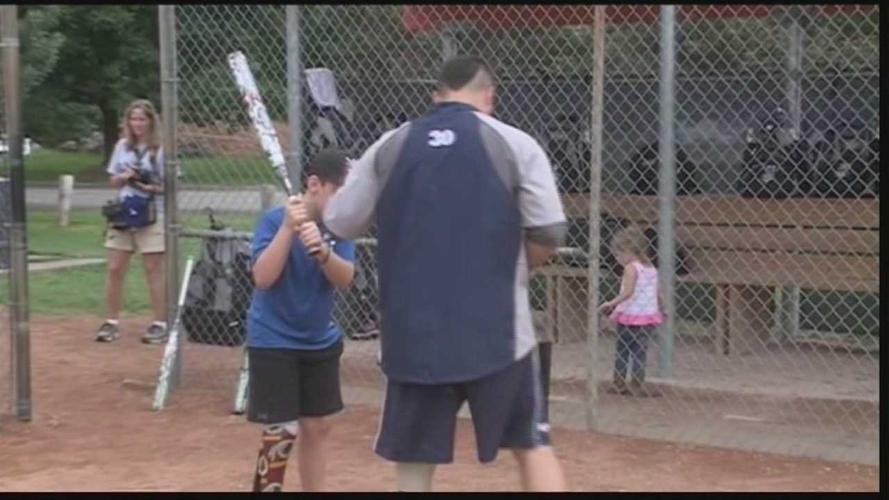 Wounded Warrior softball team holds kids clinic