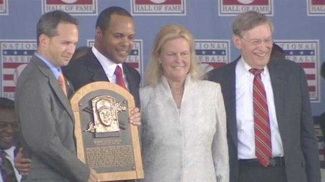 Reds great Barry Larkin inducted into Baseball Hall of Fame