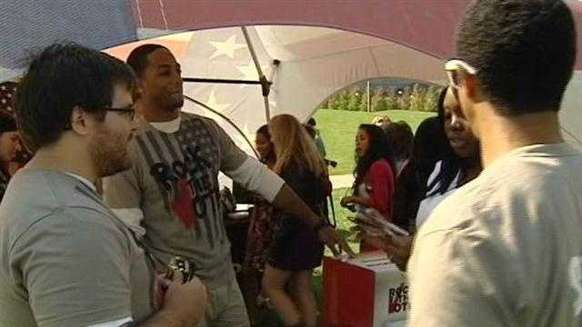 Group visits UC to register new voters