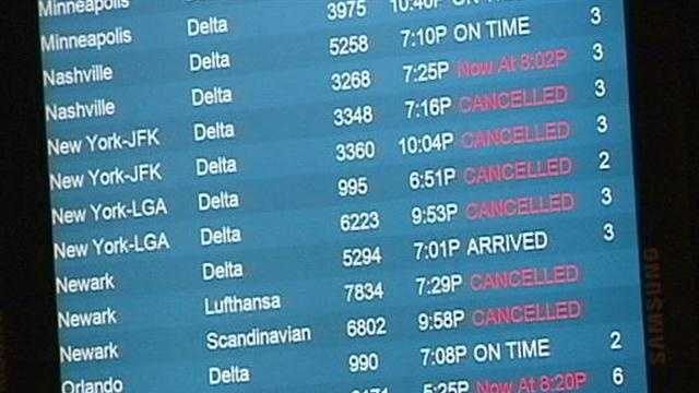 Airlines cancel flights due to storm