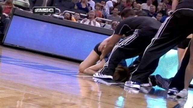 Cheerleader falls to floor during stunt