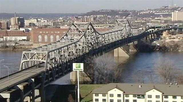 Governors say tolls necessary to replace aging bridge