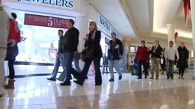 Shoppers flock to malls with four days left