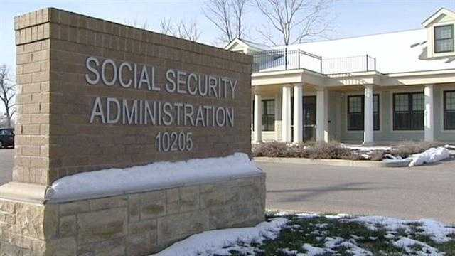 Social Security offices cutting hours to public