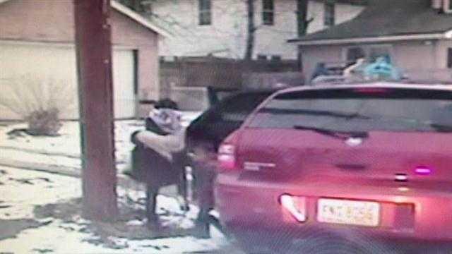 Raw: Kids flee car after pursuit