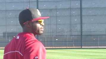 Brandon Phillips warms up.