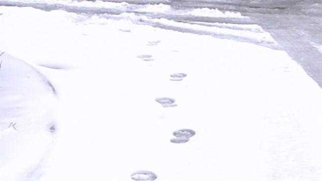 Shoe prints in snow lead police from scene to robbery suspect
