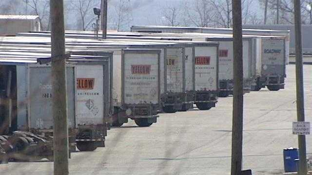 A large trucking company plans to close a hub and distribution center in Butler County in a move that affects hundreds of jobs.