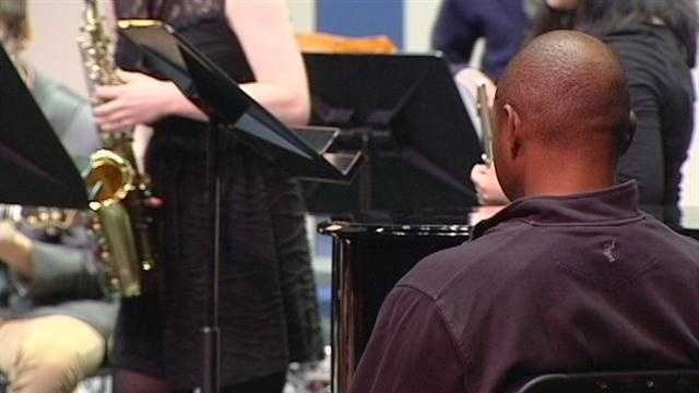 Jazz extraordinaire Branford Marsalis visits with students at the School for the Creative and Performing Arts.