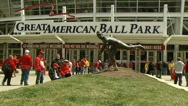 Reds fans show all types of dedication for Opening Day
