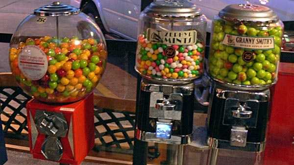 Gumball_machines_Dallas_2008.jpg