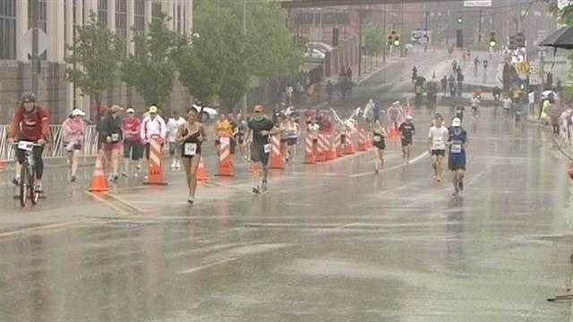 With the possibility of rain in the forecast for Sunday's Flying Pig Marathon, some runners are changing their training plans.