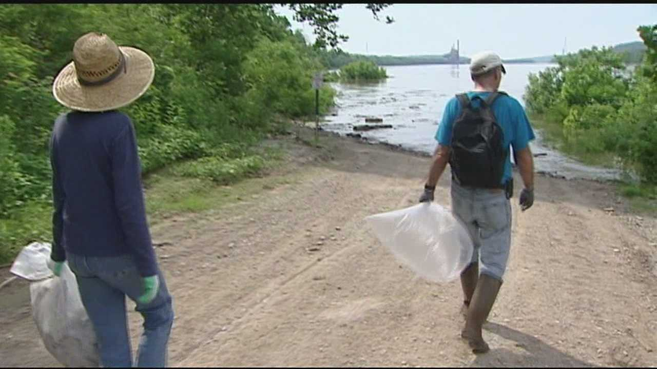 Thousands of volunteers take part in annual Ohio River Sweep