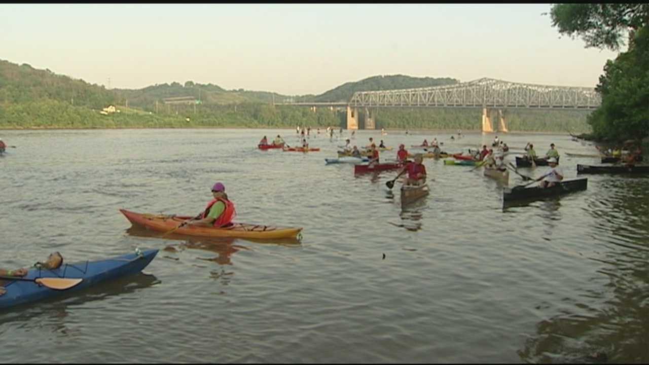 Thousands paddle the Ohio in annual event