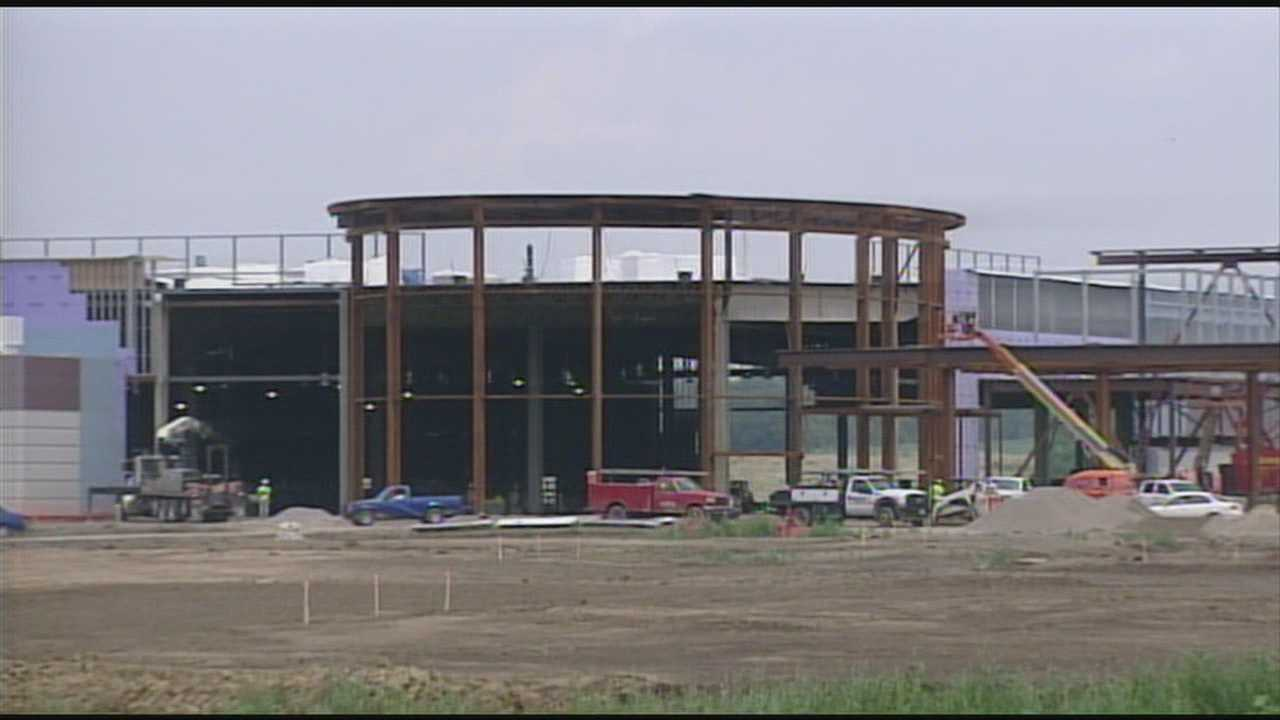 Job seekers apply for hundreds of positions at racino