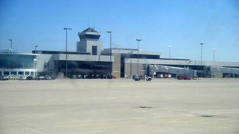 Cincinnati-Northern_Kentucky_International_Airport_terminal_6-22-12.jpg