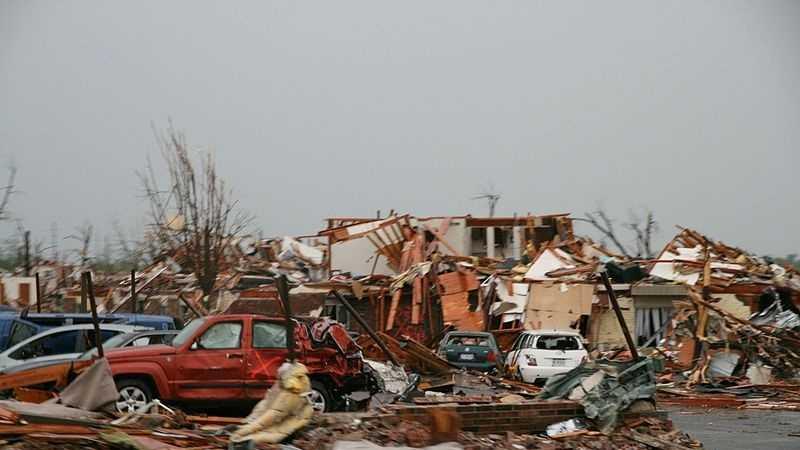 800px-2011_Joplin,_Missouri_tornado_damage.jpg