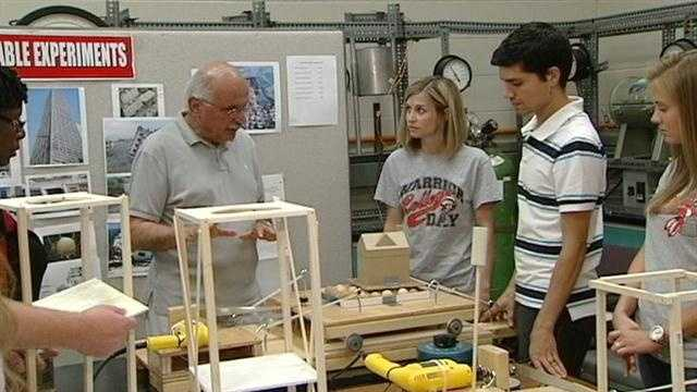 img-Teachers hope to motivate with challenge-based learning