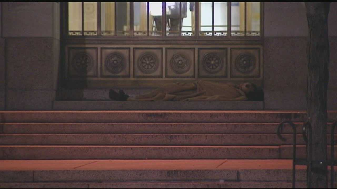 2img-Deputies begin working on new homeless sleeping policy at courthouse