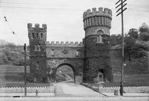 Elsinore Arch, gateway to Eden Park