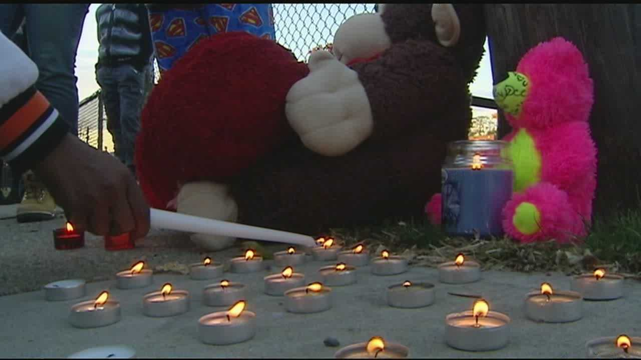 Candlelight vigil held for 14-year-old Trevaughn Everett