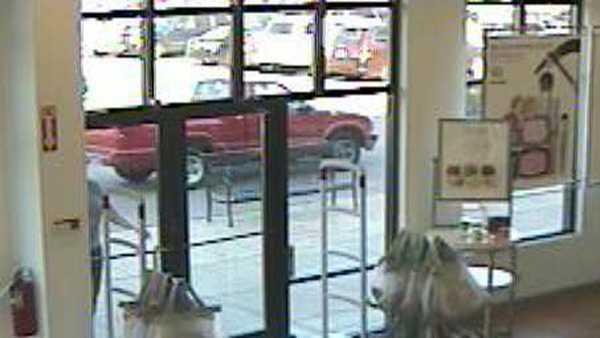 Deerfield robbery truck.JPG