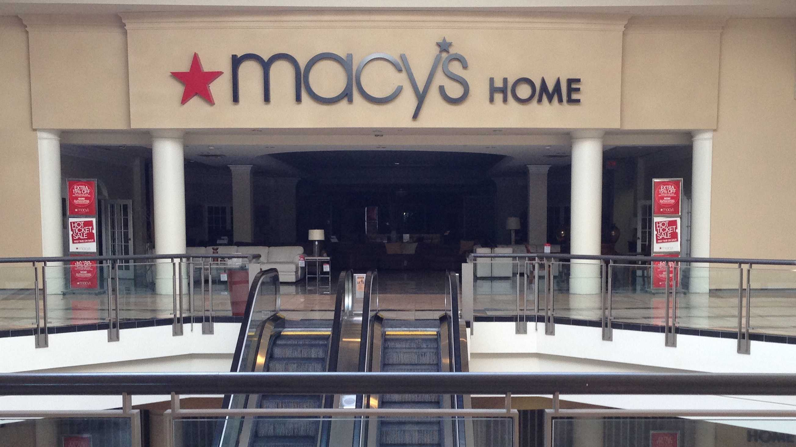 Power outage darkened stores at Florence Mall.