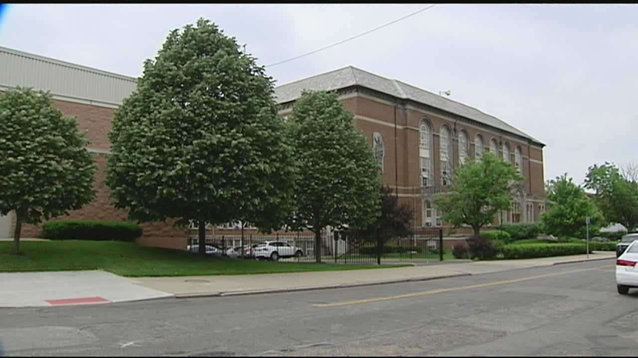 Catholic community to hold rally against controversial teacher contract