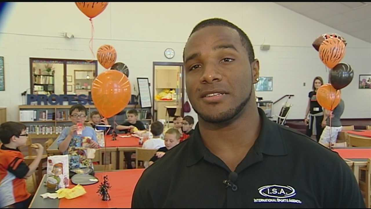 NKY students each lunch with a Bengals to celebrate Read-A-Thon