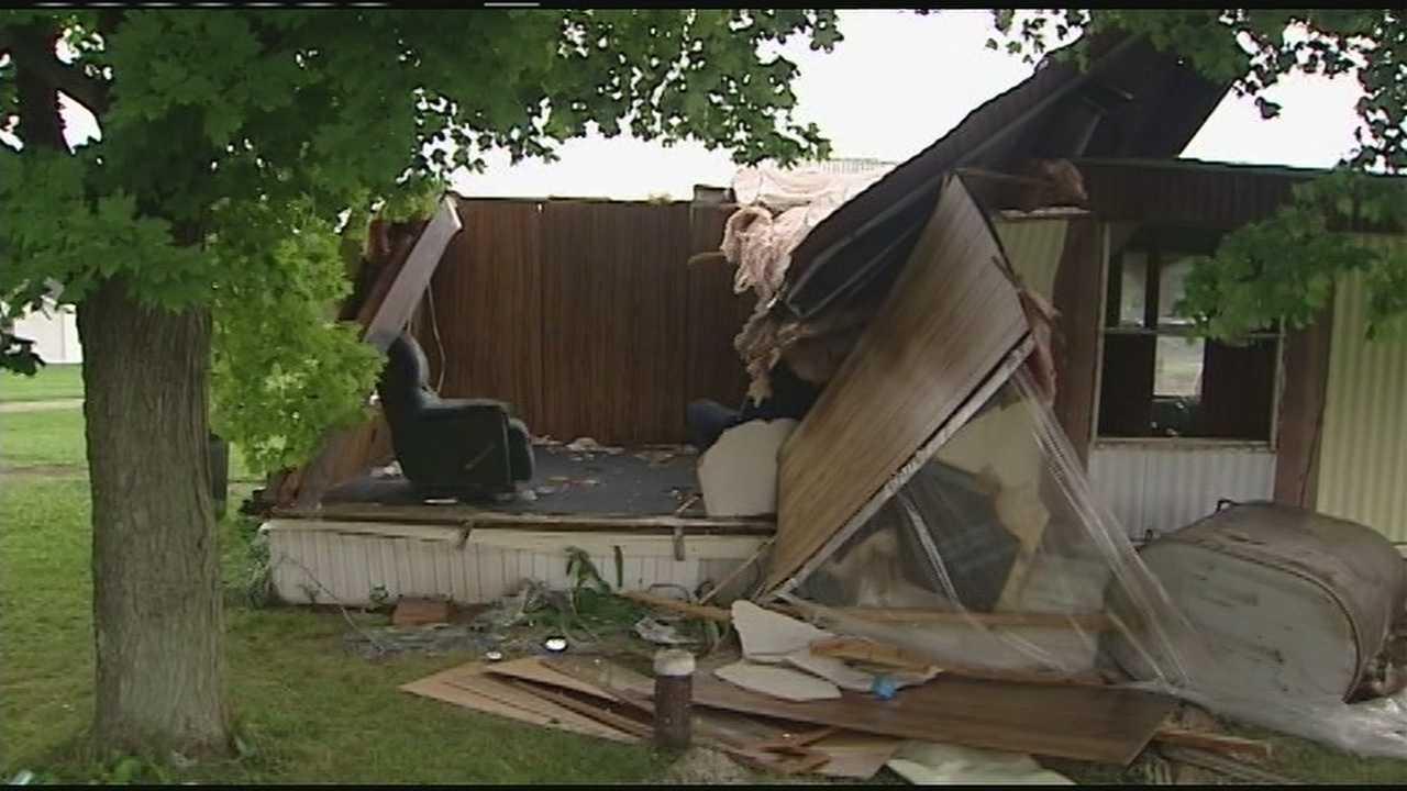 Weak tornado damages Hillsboro homes