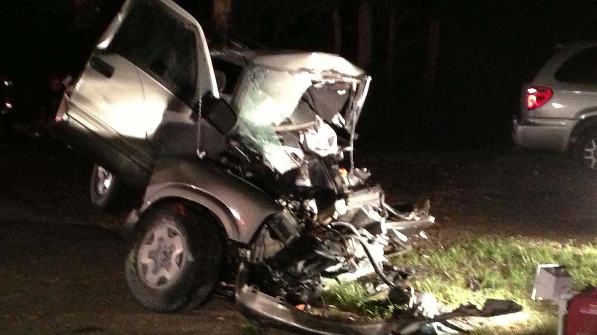 Vehicle slams into tree in Butler County's Wayne Township, killing driver