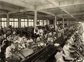 Auburn Shoe Shop in the 1930s.