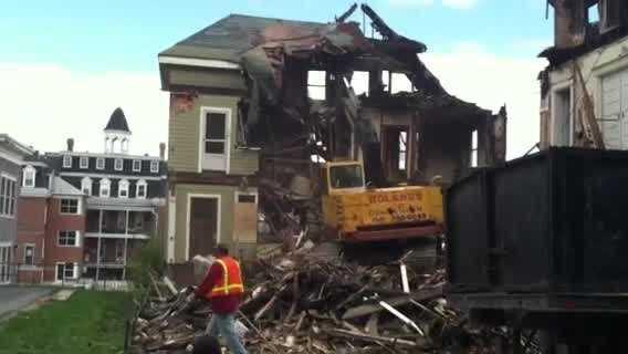 img-Crews demolish fire damaged Lewiston building