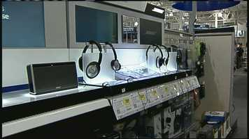 WMTW News 8's Norm Karkos is taking a closer look at 20 great gadgets this holiday season. Click here to learn more about speakers and headphones.