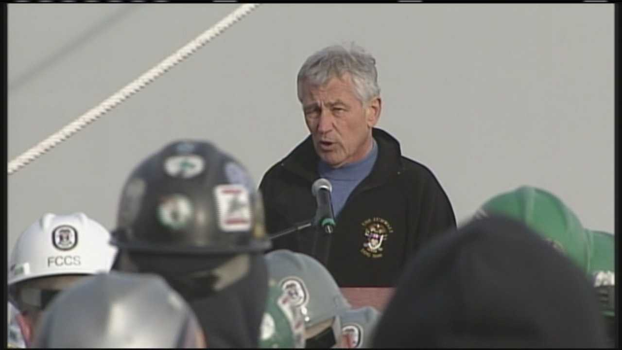 img-Defense secretary visits Maine