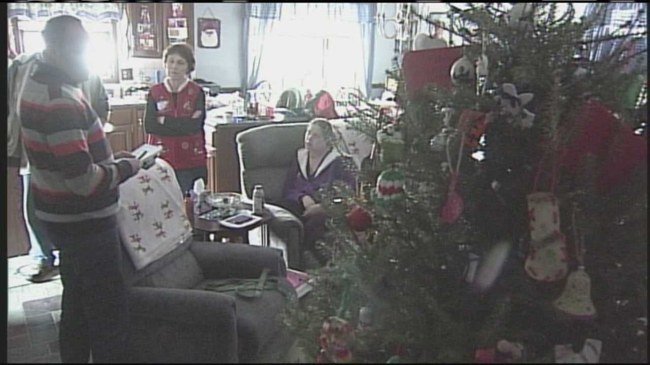 img-Winthrop family doesn t let power outage stop Christmas