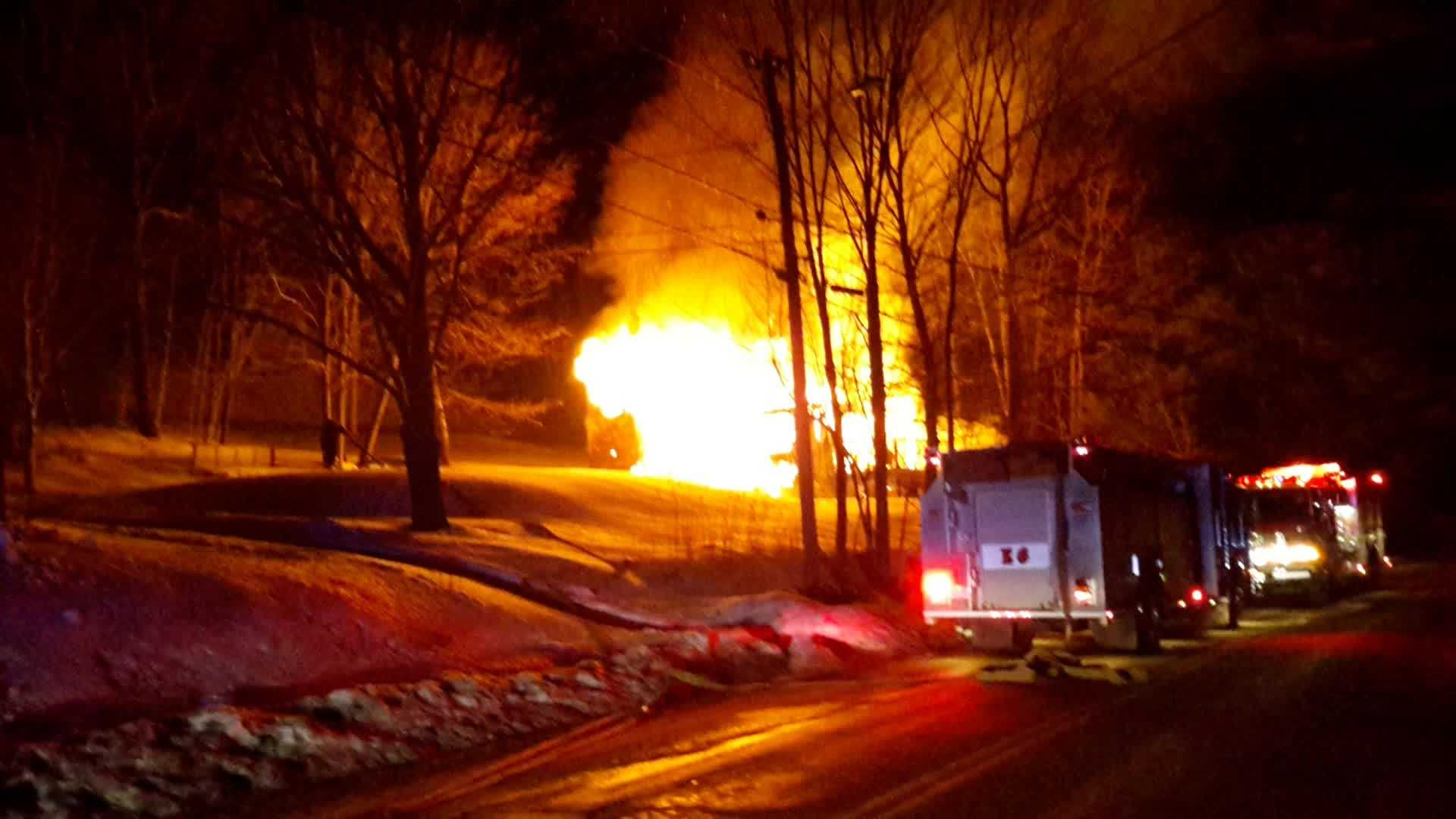 img-Raw Video Fire destroys home in Greene