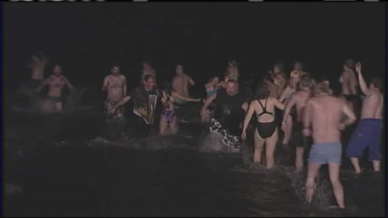 img-Mainers take icy St Patrick s Day plunge