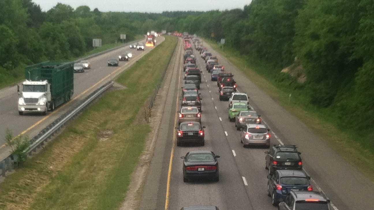 Crash on 295 backs up traffic