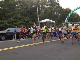 Native Mainer Ben True (blue top) led the pack at the start of the Beach to Beacon 10K
