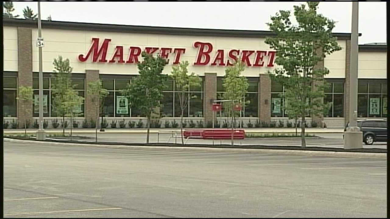 Protesters outnumber employees at Biddeford Market Basket