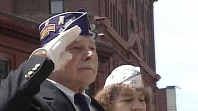 Veteran Saluting Memorial Day - 16397136