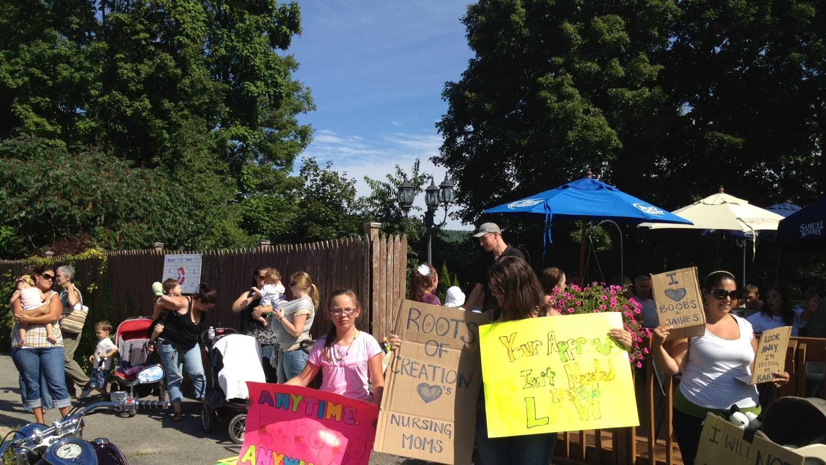 Tooky Mills Pub breastfeeding protest