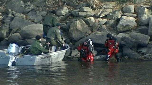 River searched after suspect disappears